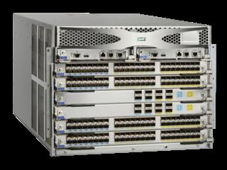 Switch Director Power Pack+ de 4 ranuras HPE StoreFabric SN8600B Right facing